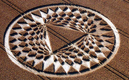 24 July 2005 crop circle of triangle