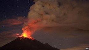 Popocatepetl erupts in Mexico 2013